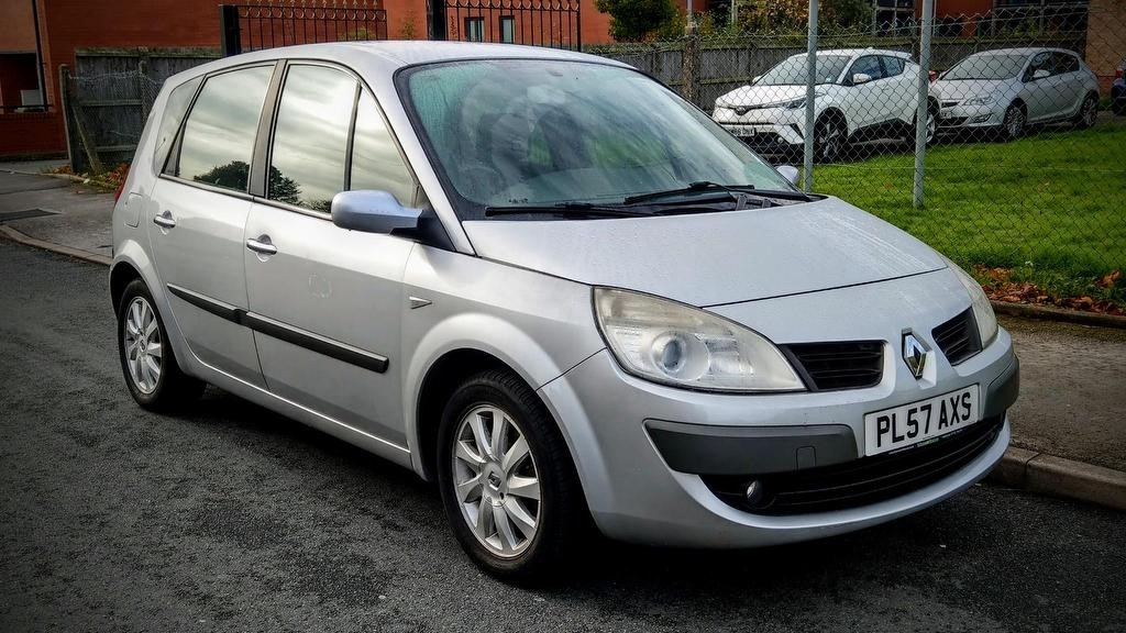used Renault Scenic VVT Dynamique 5dr