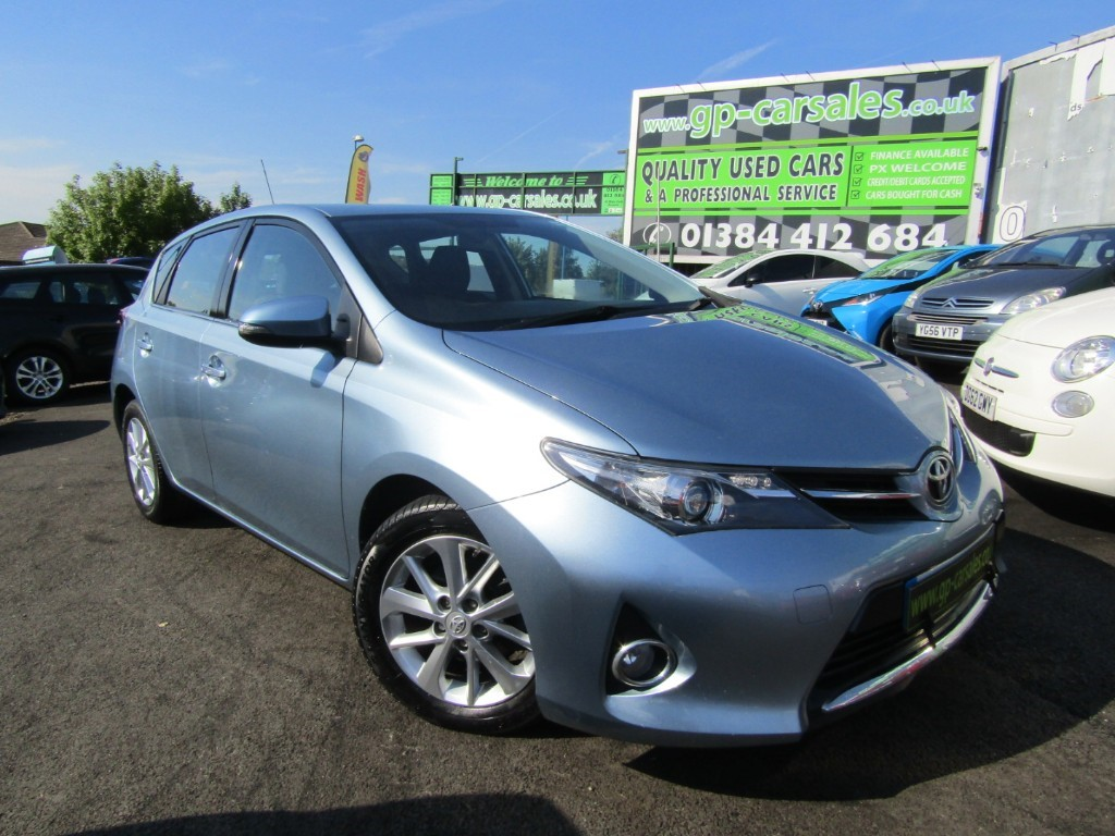 used Toyota Auris D-4D ICON in west-midlands