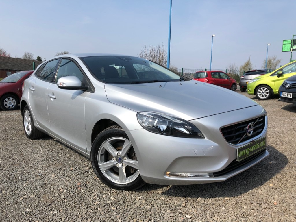 used Volvo V40 T2 ES in west-midlands