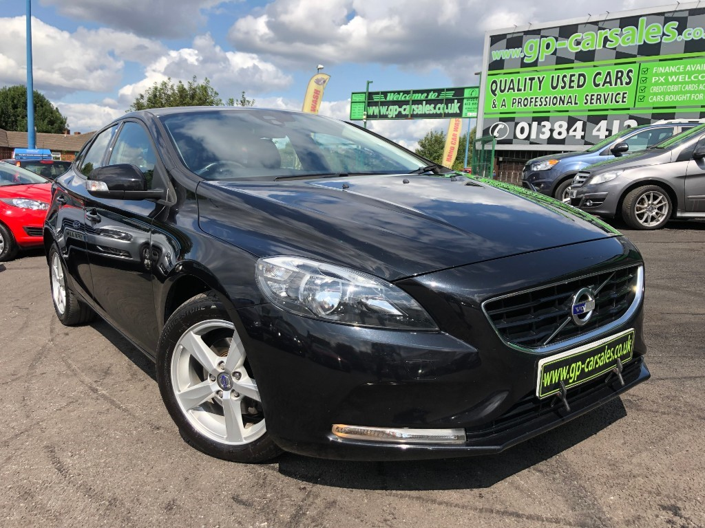 used Volvo V40 D2 ES in west-midlands