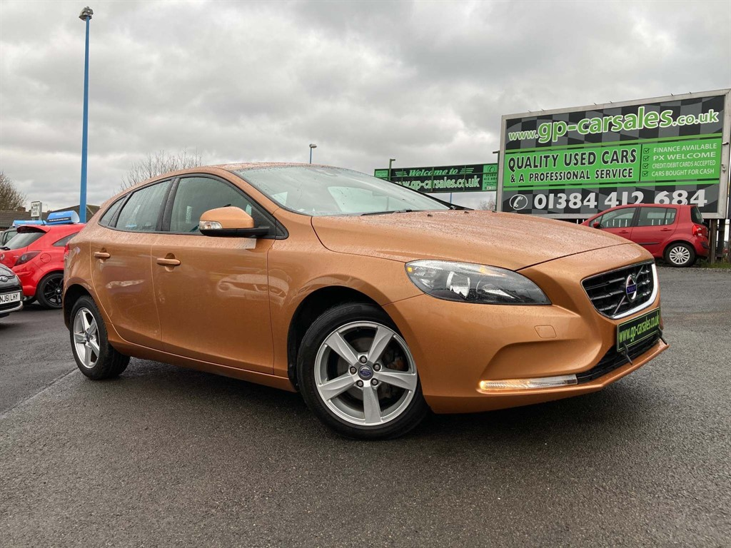 used Volvo V40 D2 ES Nav in west-midlands