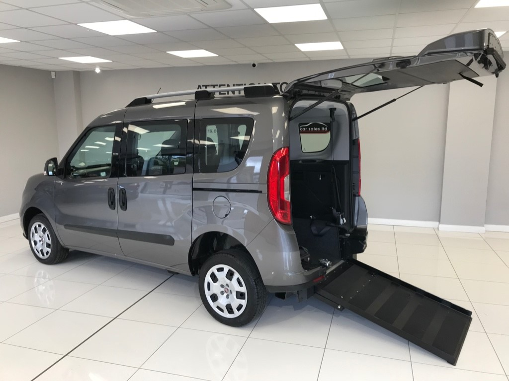 used Fiat Doblo MULTIJET WHEELCHAIR ADAPTED RARE AUTOMATIC DIESEL WITH MOTORISED WINCH AND JUST 10,625 MILES! in louth-lincolnshire