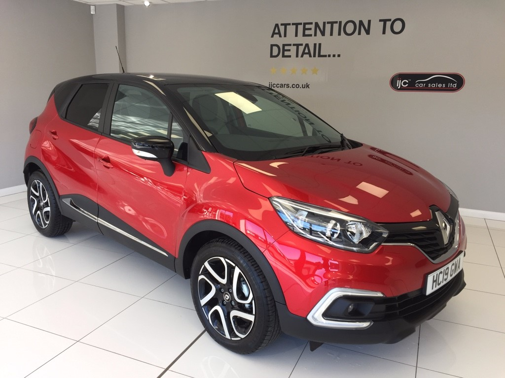 used Renault Captur ICONIC DCI automatic just 304 miles in louth-lincolnshire