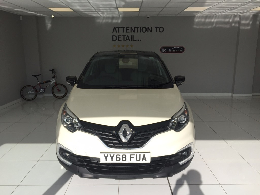 used Renault Captur PETROL MANUAL ICONIC TCE ENGINE WITH JUST 1988 MILES! in louth-lincolnshire