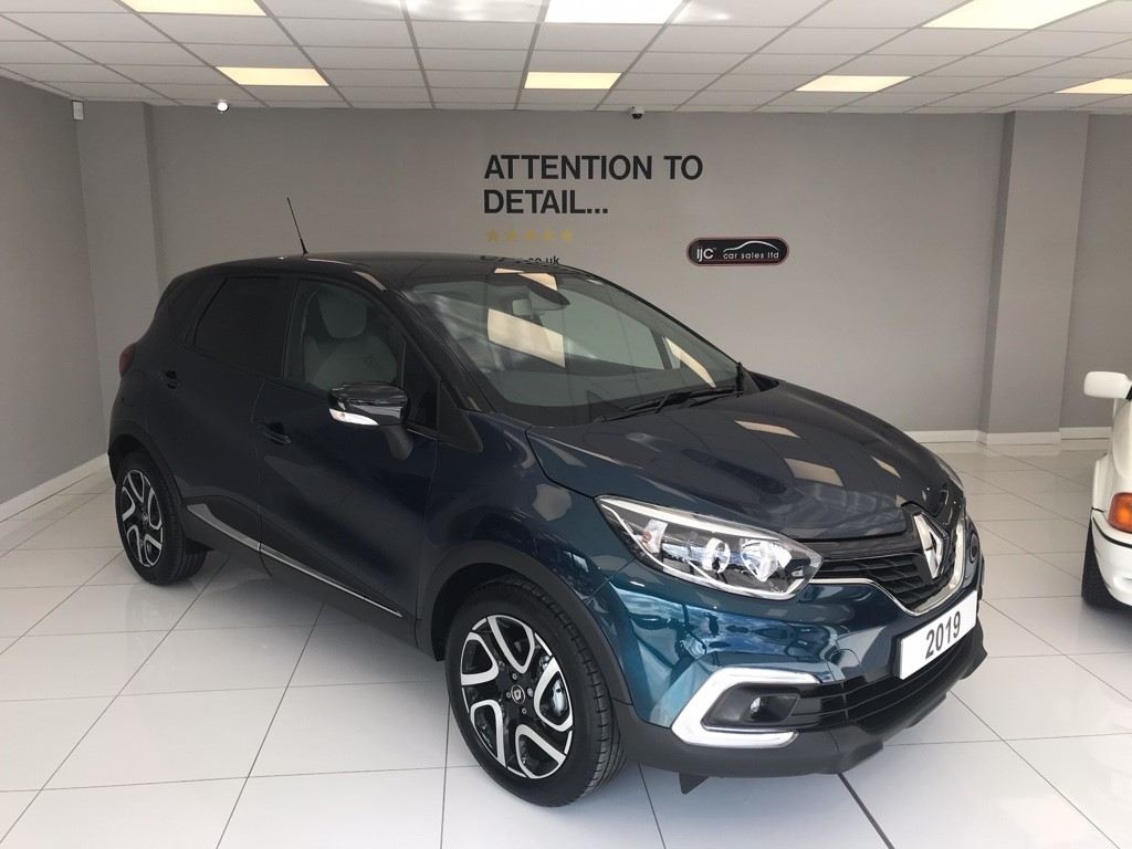 used Renault Captur 1.5 DIESEL AUTO ICONIC NAV COST OVER �20,000 THIS YEAR! in louth-lincolnshire