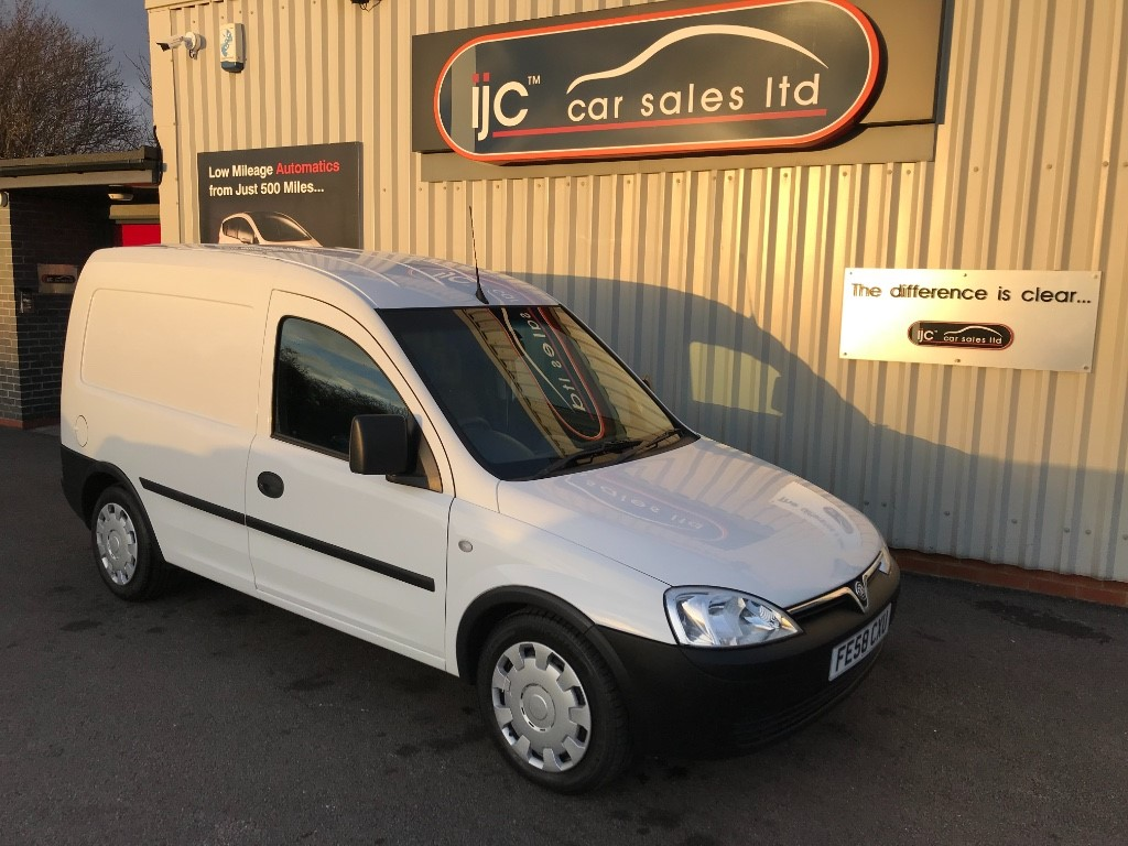 used Vauxhall Combo 2000 CDTI E4 EASYTRONIC.    NO VAT!! in leeds-lincolnshire
