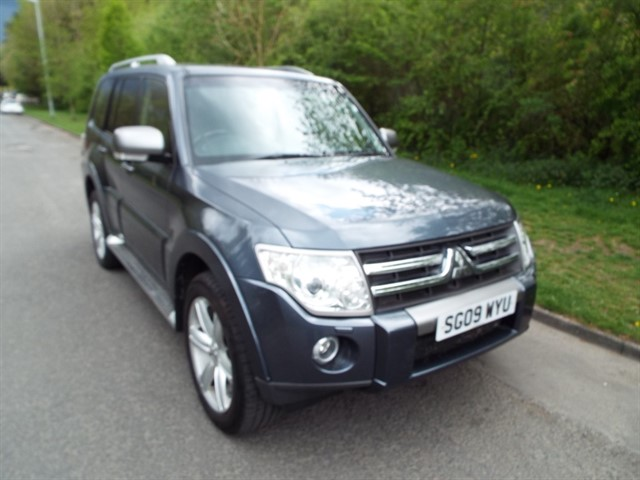 used Mitsubishi Shogun LWB DI-D GLS DIAMOND in lancashire
