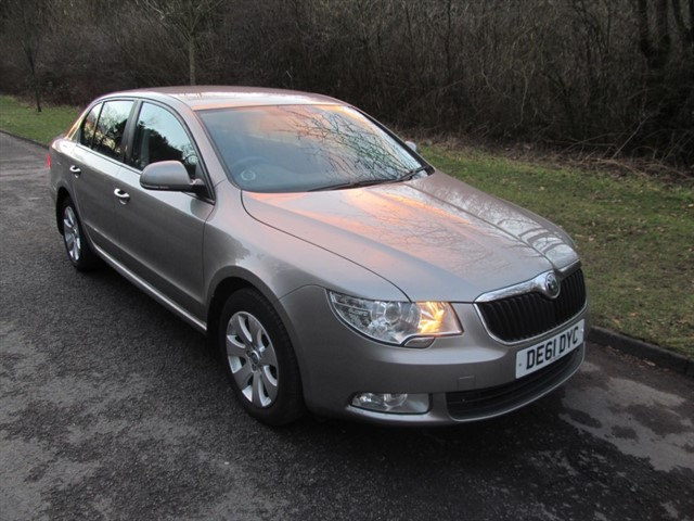 used Skoda Superb TDI CR DPF S 5dr in lancashire