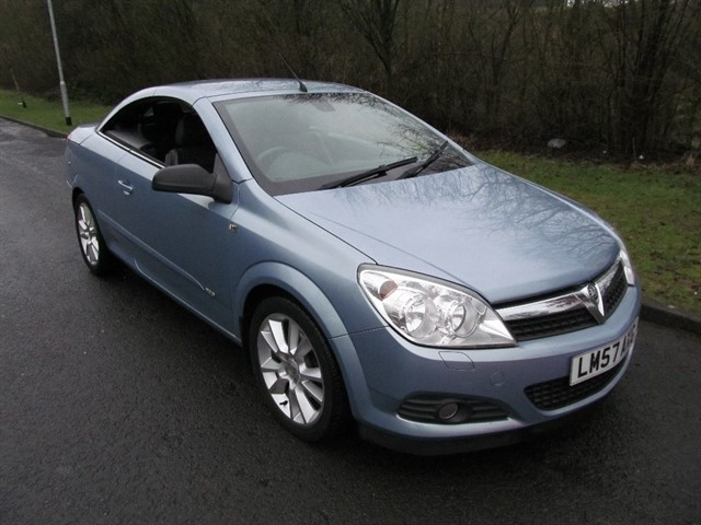 used Vauxhall Astra CDTi Design Twin Top 2dr in lancashire