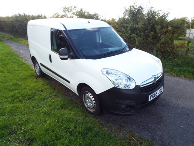 used Vauxhall Combo 2000 L1H1 CDTI in lancashire