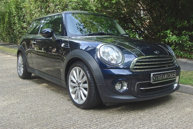 MINI Cooper in Bagshot, Surrey