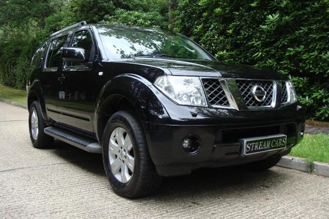 Nissan Pathfinder in Bagshot, Surrey