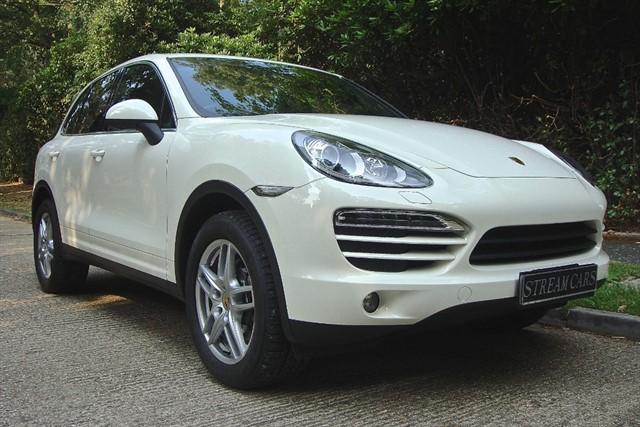 Porsche Cayenne in Bagshot, Surrey