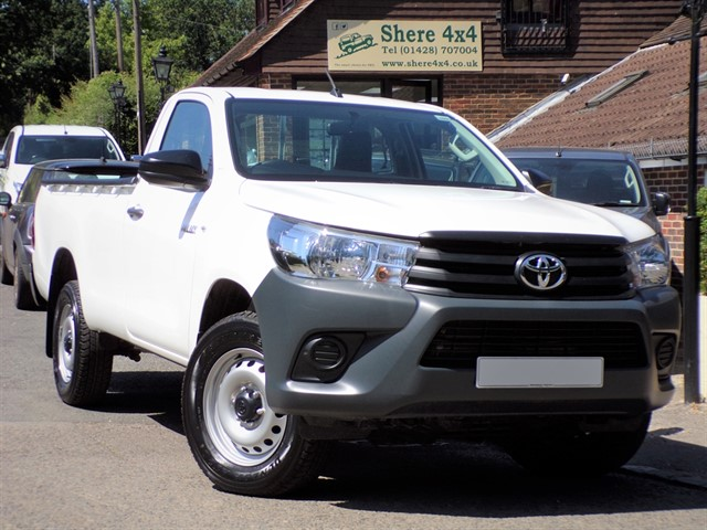 used Toyota Hilux 2.4D4D Active SINGLECAB - NO VAT - LEATHER in surrey-sussex