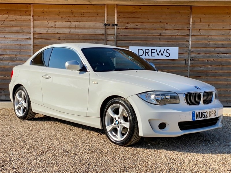 Used BMW 118d 2.0d EXCLUSIVE EDITION £30 Tax Black Leather Bluetooth in Berkshire