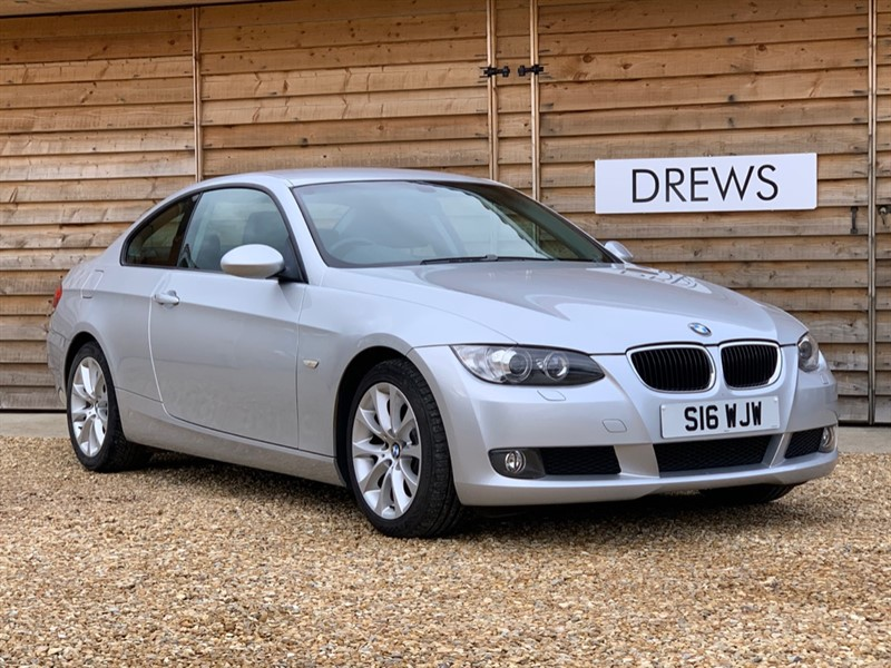 Used BMW 320i 2.0 SE Coupe Manual Full Leather Jan MOT FSH in Berkshire