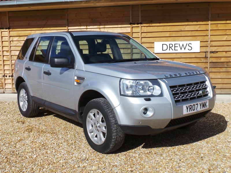 Used Land Rover Freelander TD4 SE Bluetooth Sat Nav Sunroofs Tow Pack in Berkshire