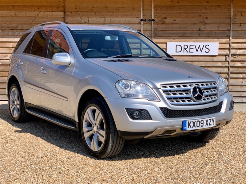 Used Mercedes 320 ML  320 CDI SPORT 2 Owners 9 Mercedes Services Sat Nav in Berkshire