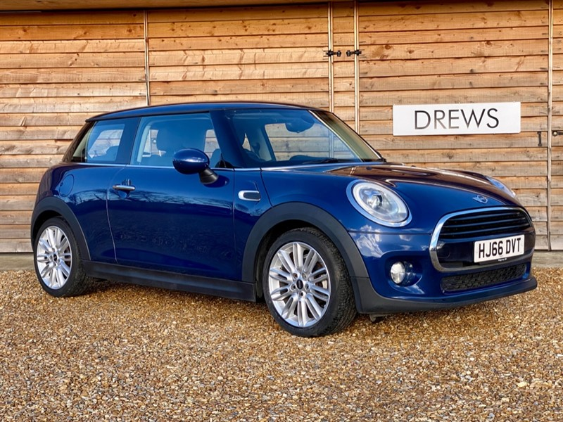 Used MINI Cooper 1.5 One Owner £4500 Factory Options Sat Nav £20 Tax in Berkshire