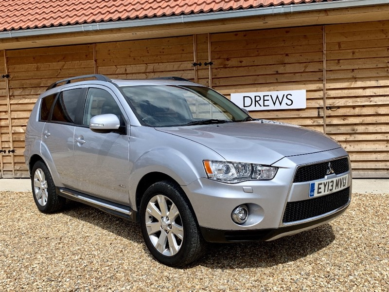 Used Mitsubishi Outlander DI-D GX 4 Sat Nav and Rev Camera Heated Leather and Sunroof in Berkshire
