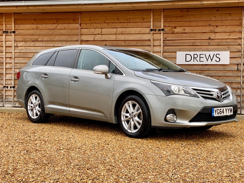 Used Toyota Avensis D-4D ICON Estate £30 Tax Sat Nav Factory Bluetooth in Berkshire