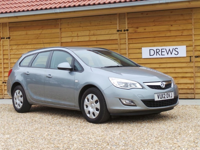 Used Vauxhall Astra Exclusiv CDTI Just Serviced New MOT Low Mileage  in Berkshire