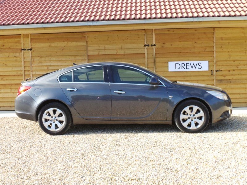 Used Vauxhall Insignia SE CDTI One Owner FSH in Berkshire