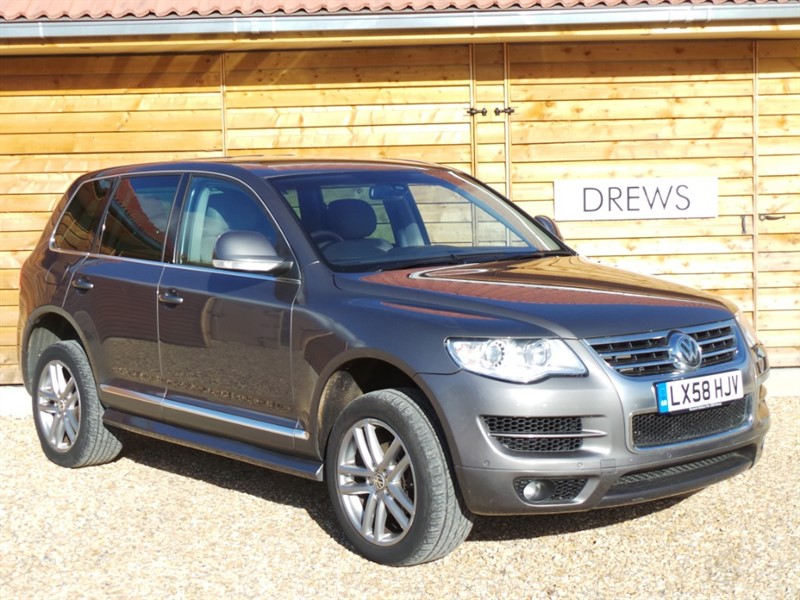 Used VW Touareg ALTITUDE 2.5 TDI Automatic Great Spec Sat Nav Heated Leather Great Condition in Berkshire