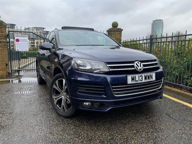 used VW Touareg V6 R-LINE TDI BLUEMOTION TECHNOLOGY in battersea-south-london