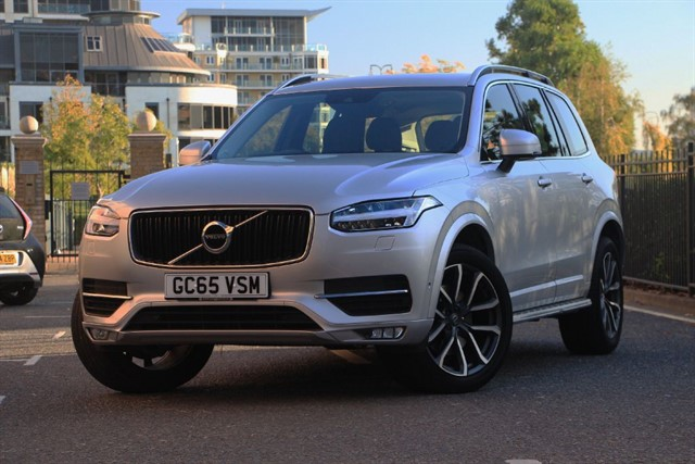 used Volvo XC90 D5 MOMENTUM AWD in battersea-south-london