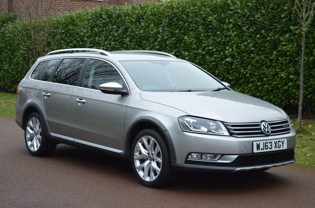 used VW Passat ALLTRACK TDI BLUEMOTION TECH 4MOTION DSG in hersham-surrey