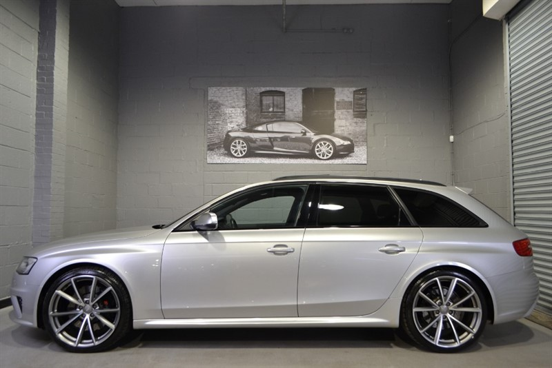 used Audi RS4 Avant FSI quattro 450PS. Rare colour & excellent specification in buckinghamshire